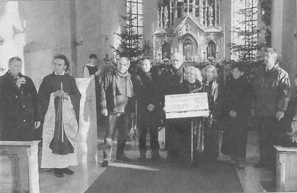 Neufarner Weihnachtsmarkt 2009 - Spende für EFI e.V.